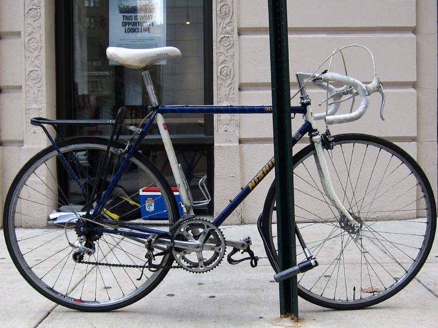 how to lock your bike bicycle coalition of greater philadelphia. Black Bedroom Furniture Sets. Home Design Ideas