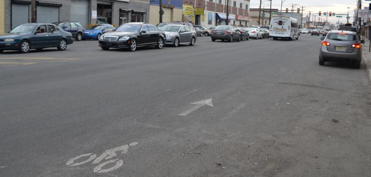 A faded bike lane on Washington Avenue. (Photo: PlanPhilly)
