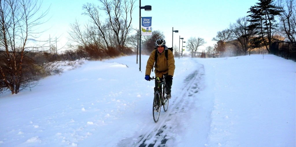 A person rides the snowy Schuylkill River Trail (Image: TotalAndCompleteLoser.Blogspot.com)