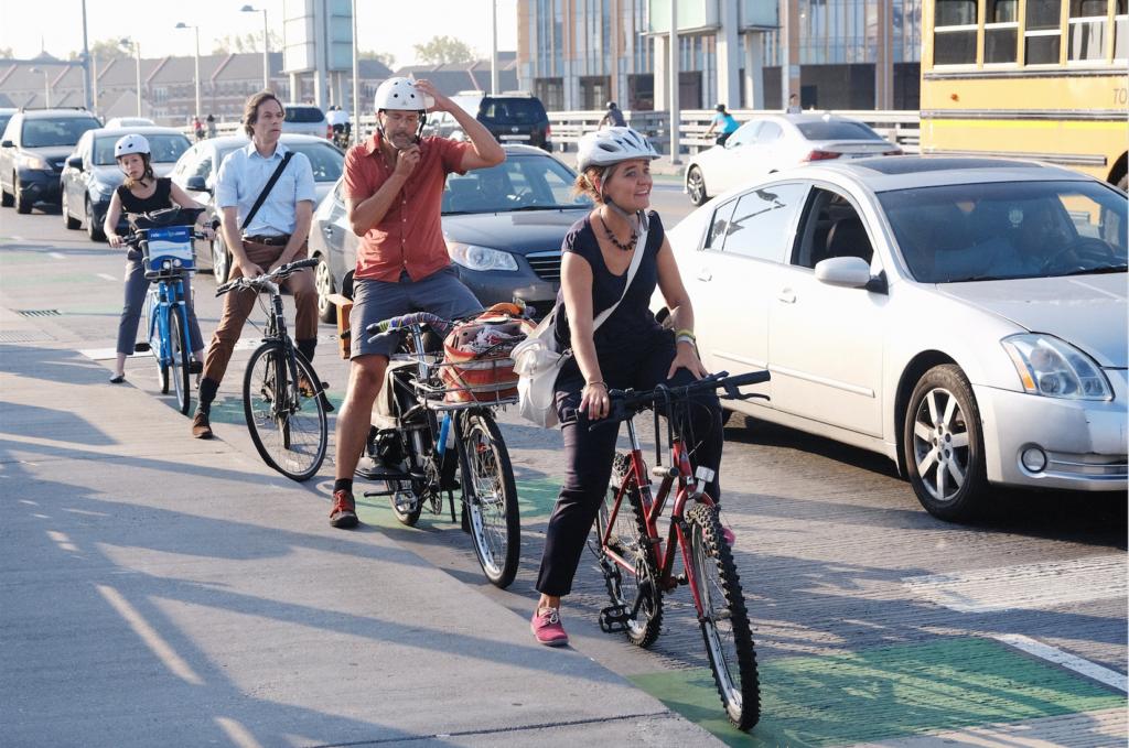 Cyclists on the South Street Bridge (Photo: Dan Chabanov)